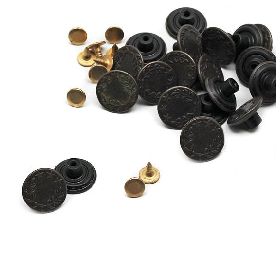 KOH-I-NOOR Knoflík jeans Forever prům. 17mm (v.7) 100ks/bal staromosaz ražba Vavřín (cena / balení)